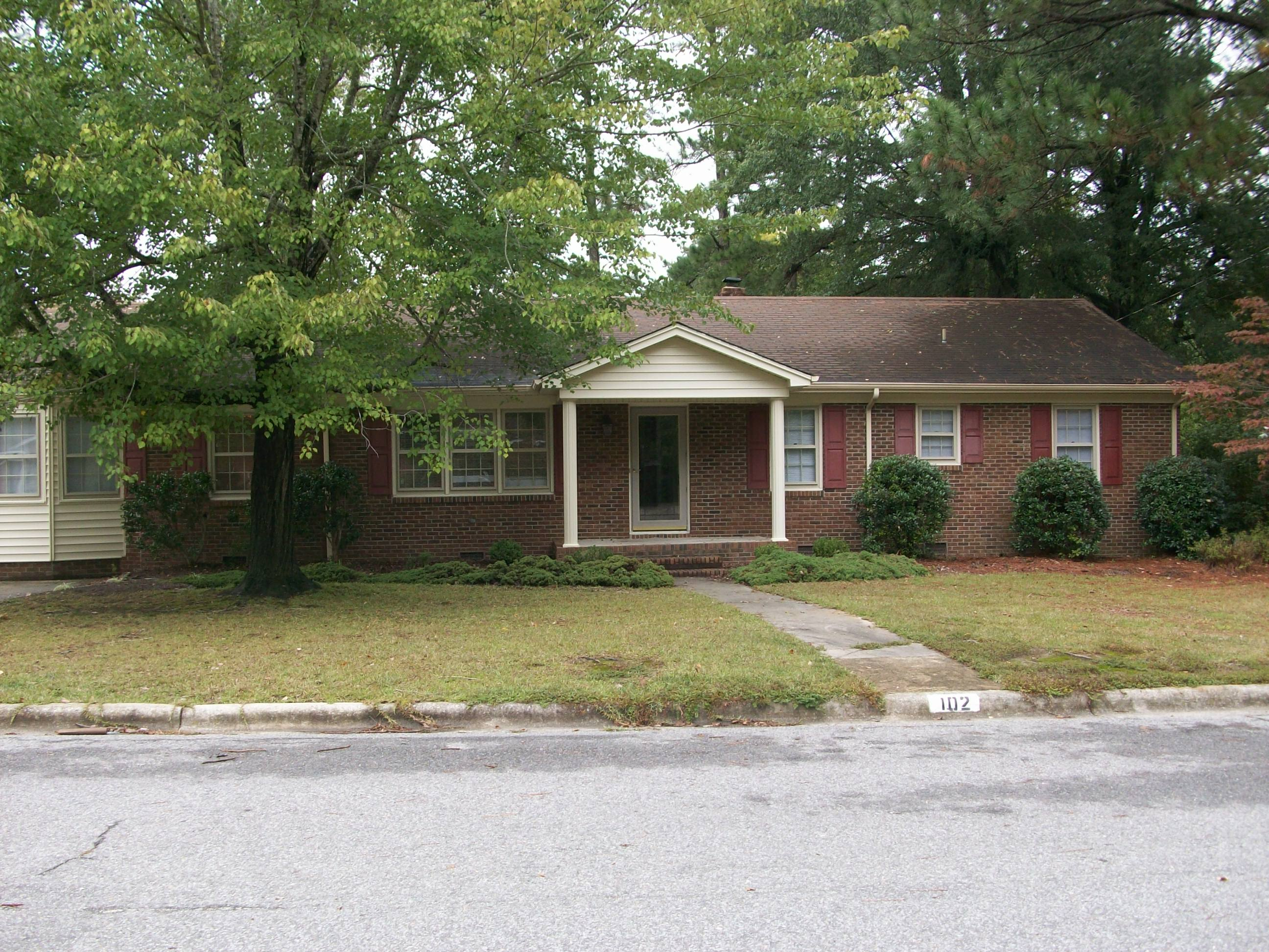 Exceptional one level home near ecu greenville nc real for Greenville house