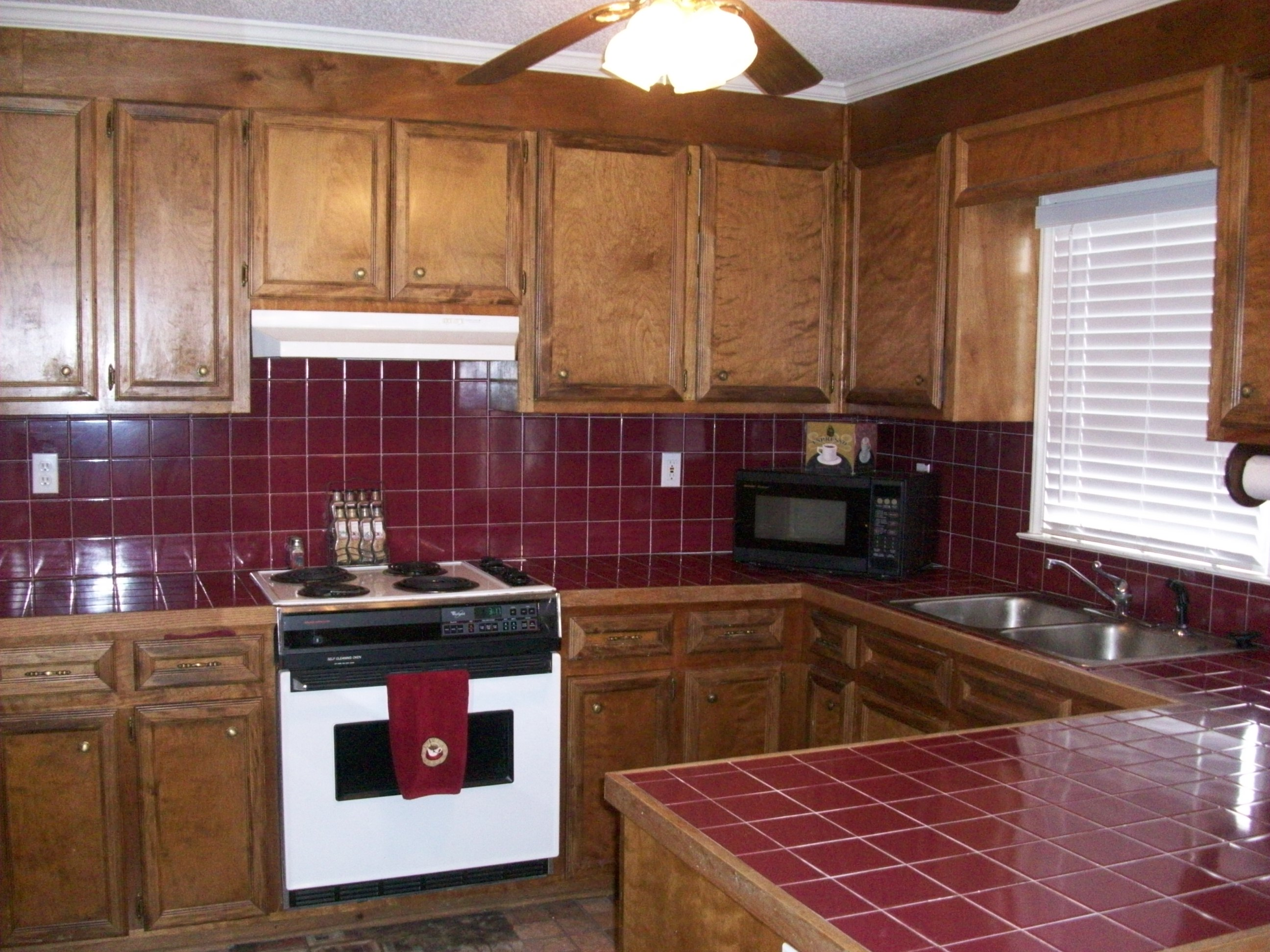 Exceptional townhom near pcmh greenville nc real estate for Hardwood floors greenville nc